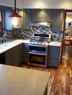 What a gorgeous kitchen upgrade! Love the cabinet color, and Tobacco Road Acacia is one of our most popular floors!