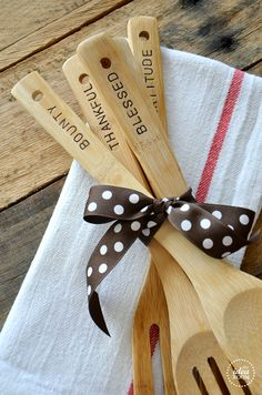 Hand stamped wooden spoons for a hostess gift or Christmas gift | theidearoom.net christmas parties, polka dot, christmas kitchen, christma kitchen, christma idea, wooden spoon, gift idea, hostess gift, christmas gifts