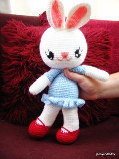 Bunny Rabbit Love - Free Amigurumi Pattern  http://www.jennyandteddy.com/2014/04/bunny-love-amigurumi-free-pattern/