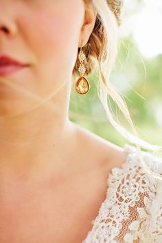 Gold and crystal tear drop earrings | photography by http://www.jaclyndavis.com/blog/