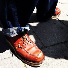 I had a day off in Antwerp and ran into Gerard from Atelier LaDurance wearing his Moc Oxfords #redwing #redwings #redwingshoes #boots #amsterdam #shoes #antwerp #moc #oxfords
