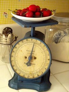 cherri, kitchen scale, vintage scales, color, blue, vintag kitchen, vintag scale, vintage girls, vintage kitchen