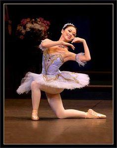 Image hotlink - 'http://i154.photobucket.com/albums/s269/Danseuz_photos/Ballets/FeLilas-1.jpg'