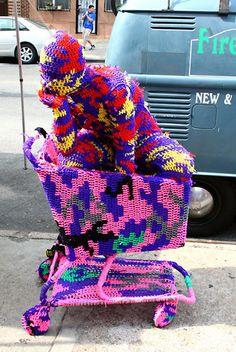 Agata Olek artists, yarn bombing, bombs, crochet, apartments, yarnbomb, people, art 01, polish artist