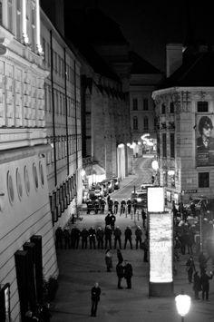 #nowkr 2013 - Polizei vor der Albertina