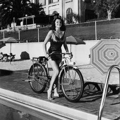 Fotos antiguas de bicicletas: Rita Hayworth