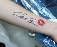 Marilyn Monroe signature and lip print tattoo. Love this!! WANTTTT!!! My next tattoo.