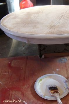 Repainting an ugly table... Hey I gots one of those!
