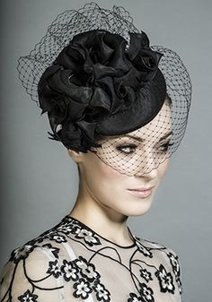 R1392 - Black taffeta pillbox with roses and face veil