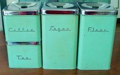 kitchen storage, kitchen canisters, vintag kitchen, color, diy kitchen decoration, small kitchen decor diy, blue kitchens, kitchen tin, retro kitchens