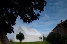 white houses, air mateus, mateus associado, fairytale house, manuel air, leiria air, hous surround, modern architectur, portugal
