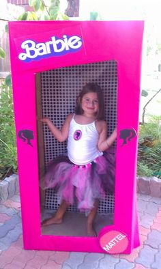 Barbie photo booth for the party....ha ha, love it! So cute! Wish I would have seen this when Syd was little!