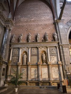 Chiesa di San Stefano - Venice, Italy   Chancel Wall Figures by Antonio Gambello - installation of the old choir walls was planned so that the sculptures would have their heads turned toward is the altar.    Giovanni Buora probably carved the surround, and the sculptor Antonio Gambello carved the figures.  ............................................