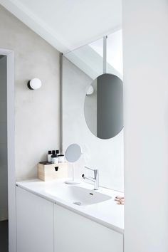 mirror incorporated into glass partition wall//