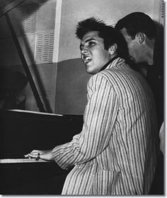 Elvis at the piano, Jailhouse Rock sessions