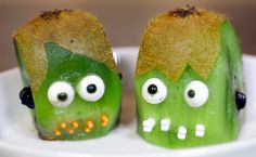 Halloween Kiwi Frankenstein snack. (Think you can get the kids to eat one healthy thing on Halloween?)