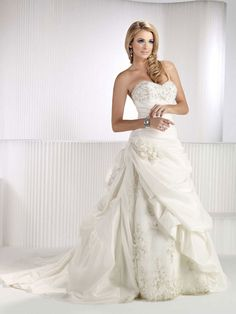 Fashionable sweetheart natural waist taffeta wedding dress