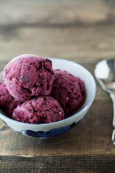 Black Raspberry and Vanilla Bean Ice Cream- yum!