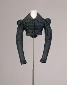 T4011 Date: 1815 Materials / Techniques: Upper material: silk, blue green; Plain weave; Lining: cotton, white; Padding; Schnurpaspel; Decorative buttons: like top fabric