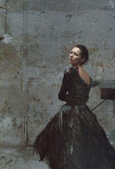 Kate Moss | photographer | Annie Leibovitz | US Vogue | black & white | photography | fashion shoot | editorial | kate | ms moss | model | www.republicofyou.com.au
