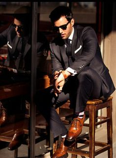 I agree with Pinner:) A sharp-dressed man!!Well Suited with nice shoes. well suit, black shoes