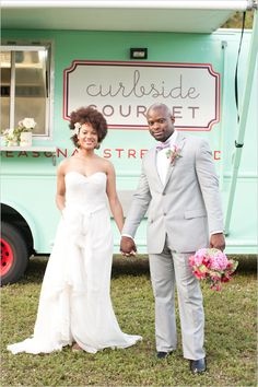 I love this casual food truck wedding!!!