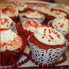 Red Velvet Cupcakes-Valentine's Special/Recette de la Saint-Valentin -Sousoukitchen http://youtu.be/Zfd2jDfwG1M