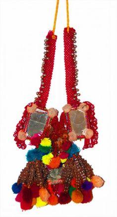 // pom pom necklace