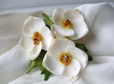 Vintage 60s Handmade Sea Shell Flower Brooch