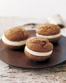 pumpkin whoopie pies with cream cheese filling! pumpkin recipes, creamchees fill, pumpkin whoopi, whoopi pie, pumpkins, fall treats, whoopie pies, cream cheese frosting, dessert