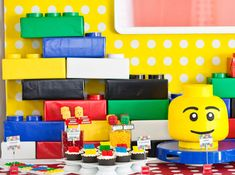 Video Tutorial on Lego Party Decorations – How to Make Building Bricks