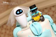 Wall-E and Eve wedding cake topper. So adorable.