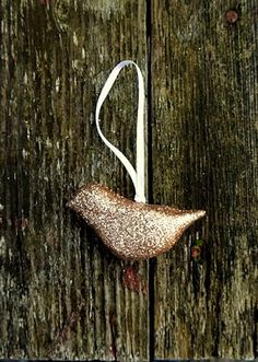 DIY glitter bird Christmas ornament made out of clay. Cute!