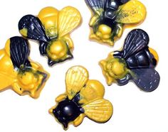Cute bumblebee crayons by ScribblerCrayons on etsy