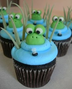 Blue background for green Frog baby shower cupcakes