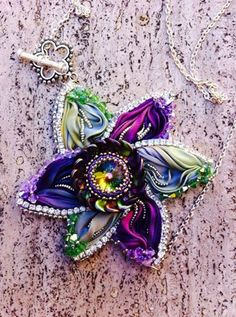 Tutorial Shibori Silk Flower  Pendant  beaded di JessyPetitBijoux, €7.00https://www.etsy.com/it/listing/193426328/tutorial-shibori-silk-flower-pendant?ref=shop_home_feat_4