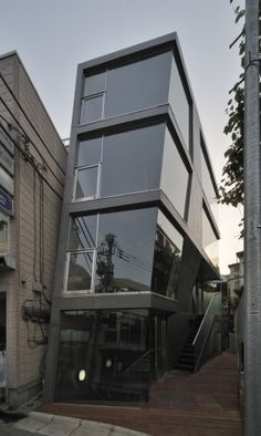 japan architecture leaning glass concrete  DST / aat + makoto yokomizo architects