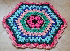 African Flower Rag Rug.  My Rag Crochet Blog: helenacc.blogspot.com.br
