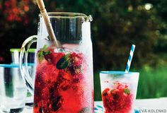 RECIPE: Raspberry Mojito Mocktail (Delicious on it's own or spiked with a splash of your favorite spirit!) #yjeats