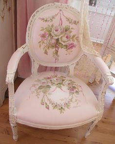 Lovely hand painted chair: chateaudefleurs . blogspot . com