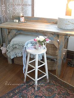 Look at that table....Make a desk like it.