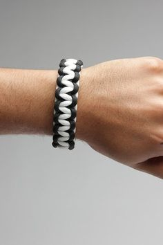 Paracord Bracelet in Black and White.