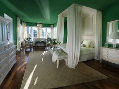 Emerald green bedroom walls