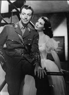 "Robert Taylor, Vivien Leigh ""Waterloo Bridge"""