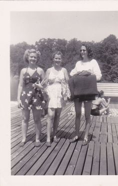 Cute 1940s summer looks at the lake. #vintage #1940s #fashion