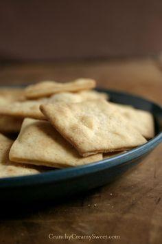 Homemade Crackers | CrunchyCreamySweet.com