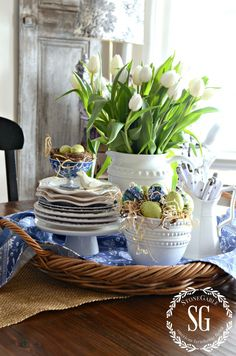 SPRING KITCHEN TABLE
