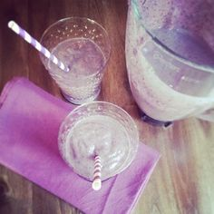 Avocado Blueberry Smoothie with Almond Milk and Flaxseed. Yummo! #almondmilk #dairyfree #almondbreeze