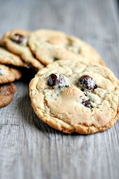 Jacques Torres' chocolate chip cookies {with tahitan vanilla sea salt caramels} - Heather's French Press