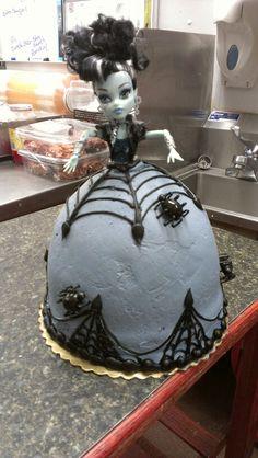 Monster high cake Skylar wants this for her birthday cake.